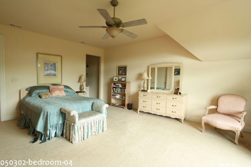 050302-bedroom-04